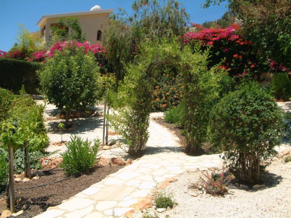 Landscaping garden path materials here liboks for Hard landscaping